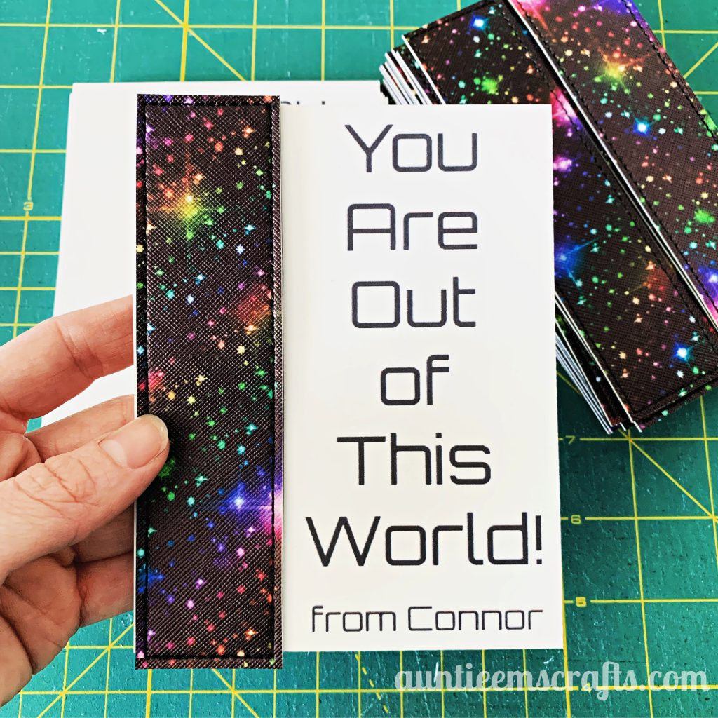 Free In The Hoop Bookmark | Auntie Em's Crafts